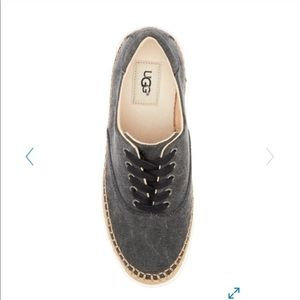 Uggs shoe